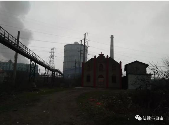 斯伟江:大烟囱边的小教堂
