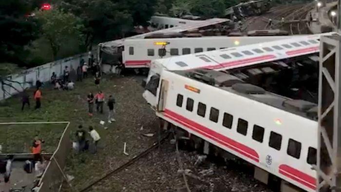 台湾宜兰普悠玛号火车出轨 伤亡近30年来最严重