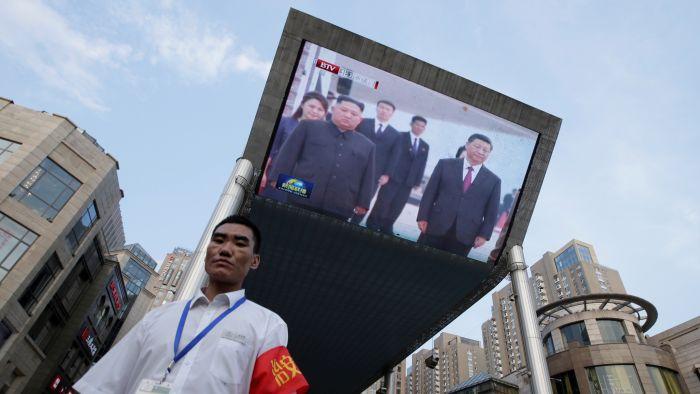 习近平抵平壤高调访问朝鲜