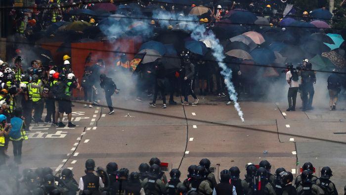 新闻自由备受考验 香港记者现身说法