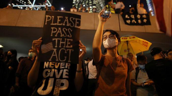 为美国通过人权民主法喝采