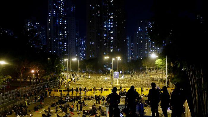 警民冲突持续 传港府高层密会至半夜