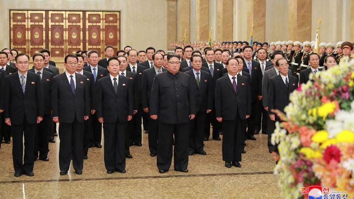 俄媒:朝鲜政权没崩溃原因是中国