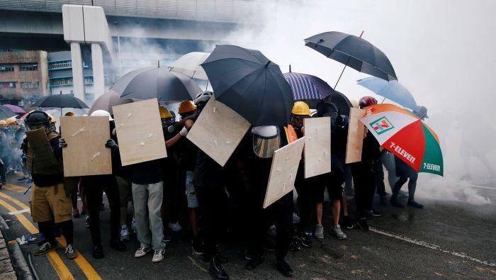 """英国卫报形容香港局势""""太扯了""""市民宁愿习武防身也不信警察"""