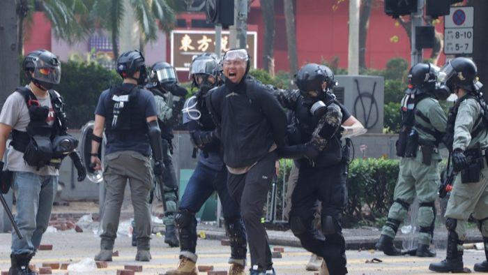 香港理大示威者多人受伤 红十字会获准入校救治